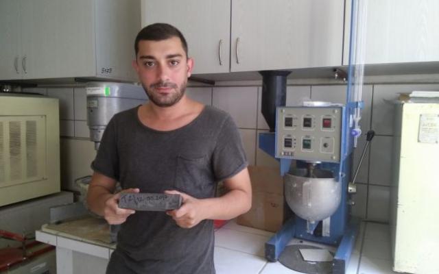 idee-de-aur-doctorandul-din-cluj-care-lucreaza-la-reteta-betonului-fara-ciment-cu-cenusa-romaneasca